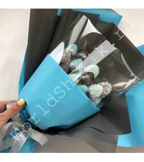 Букет из клубники в шоколаде (темные и голубые)