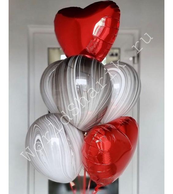 Фонтан из шаров с сердцами