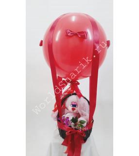 Воздушный шар с корзиной и игрушкой